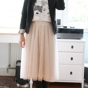 Pretty, pale pink tulle midi skirt
